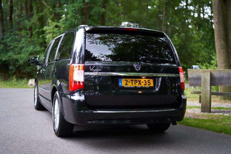 Overbrengauto Lancia zwart
