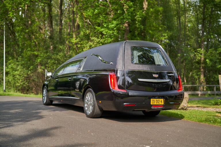 Rouwvervoer Cadillac zwart